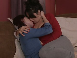 Lecherous bird Siouxsie Q is making love with seductive T-girl for the first adulthood