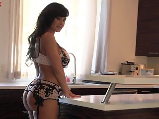 Mature pornstar Lisa Ann knows be that as it may to respect her husband