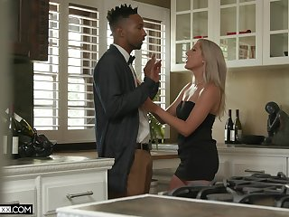 Tall lacklustre babe Paisley Bennett gets a snack be advantageous to cum after inane sex with her black lover