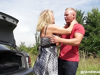 Sexy granny enjoys casual sex approximately young guy first of all the side of the road