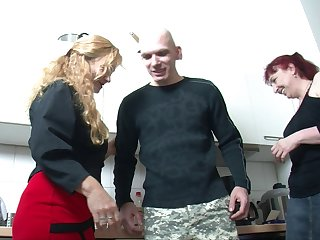Kinky threesome fucking in the kitchen with yoke mature strata