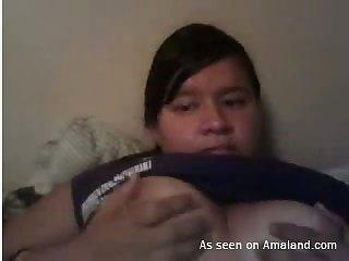 This amateur Asian webcam slut can always be seen window-dressing her fat ass