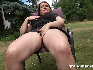 Thick-thighed Euro granny shagging her wet pussy with her favorite toy