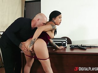 Hot to trot Asian Grub Streeter suits the boss with the best fuck