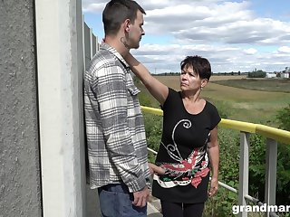 Short haired granny shamelessly gives a blowjob outdoors and fucks well